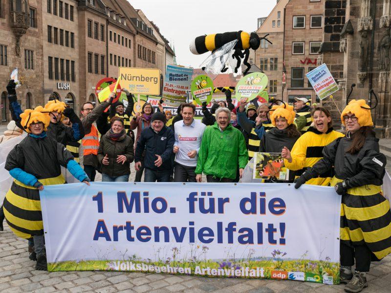 Startschuss zum Volksbegehren Artenvielfalt in Nürnberg | © Toni Mader  Bildzeile (v.l.n.r.): Agnes Becker (ÖDP), Dr. Norbert Schäffer (LBV), Ludwig Hartmann (Bündnis 90/Die Grünen) und Richard Mergner (Bund Naturschutz).