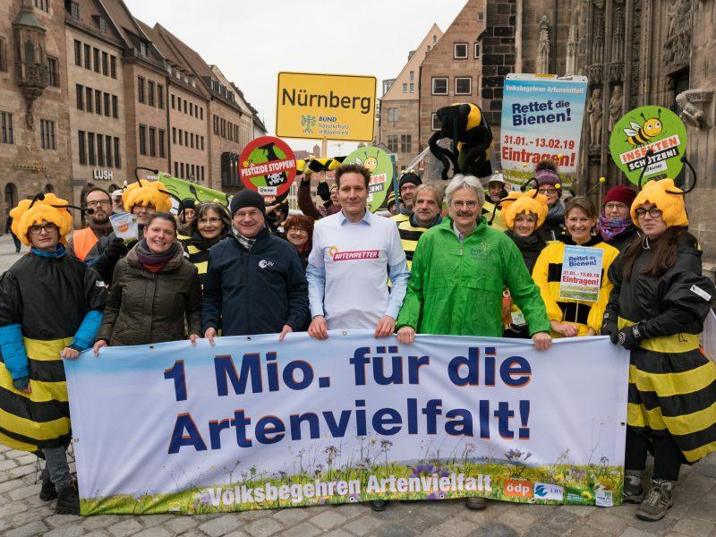 Startschuss zum Volksbegehren Artenvielfalt in Nürnberg | © Toni Mader  (v.l.n.r.): Agnes Becker (ÖDP), Dr. Norbert Schäffer (LBV), Ludwig Hartmann (Bündnis 90/Die Grünen) und Richard Mergner (Bund Naturschutz).