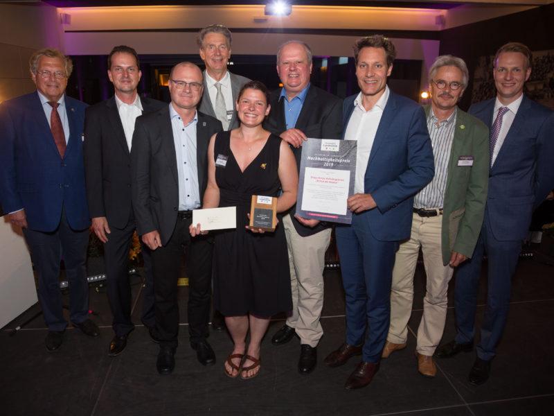 """Lammsbräu verleiht Nachhaltigkeitspreis an """"Rettet die Bienen!"""" für bürgerschaftliches Engagement"""